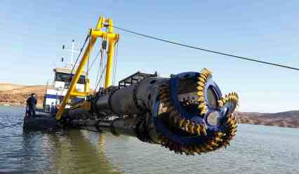 Cutter_and_dredge_pump_at_CSD_500
